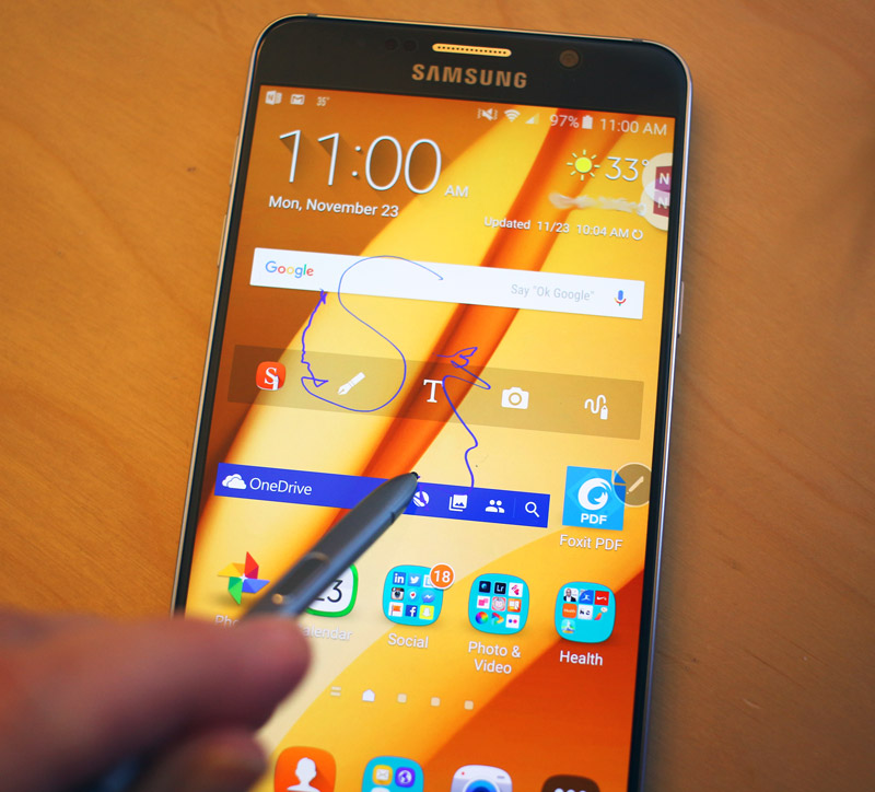 Writing on screen with S Pen on Samsung Galaxy Note5. #SprintMom #IC