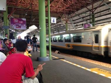 Indonesie Trein naar Bandung 1