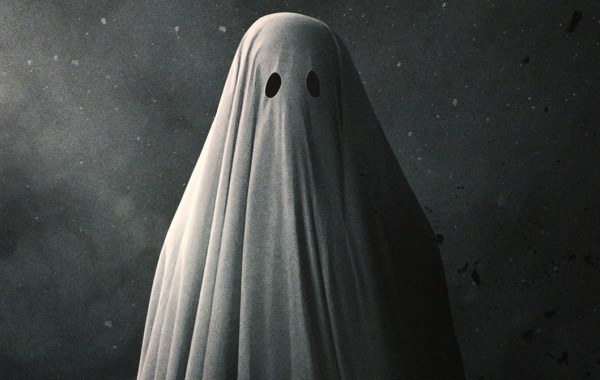 The Official Trailer & Poster For A24's 'A Ghost Story' Starring Casey Affleck & Rooney Mara Are Here 25