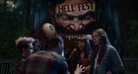 The First Trailer, Poster & Stills From 'Hell Fest' Invite You To A Halloween Horror Park Filled With Terror 5