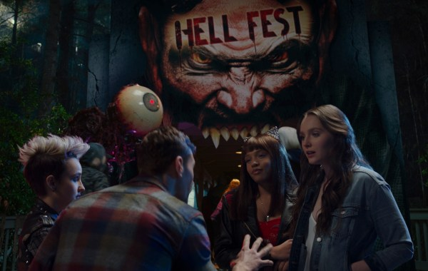 The First Trailer, Poster & Stills From 'Hell Fest' Invite You To A Halloween Horror Park Filled With Terror 28