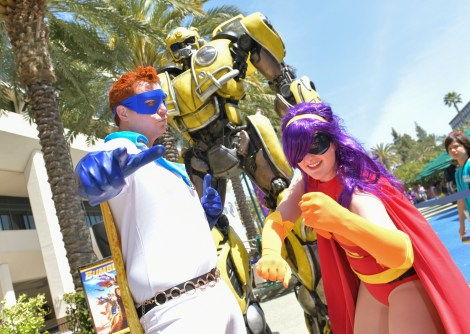 Check Out Photos From Bumblebee's Arrival At WonderCon Anaheim On Friday To Celebrate The Film's Home Entertainment Debut 9
