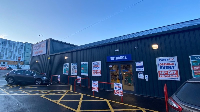 Maldon celebrates new Screwfix store opening