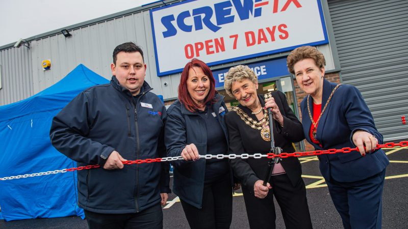 Mayor opens new Screwfix store in Fareham Segensworth