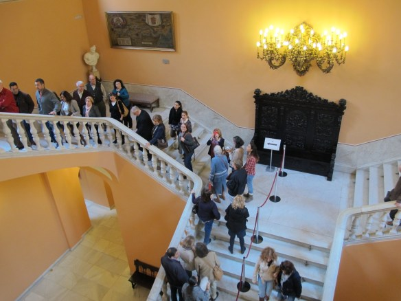 Sevillanos queue up the stairs of the Ayuntamiento (Town Hall) to pay their last respects to the Duchess.