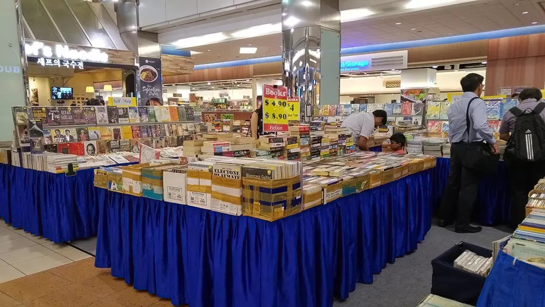 A second Hand Book Fair at HarbourFront Centre. This one had old Electone books for sale.