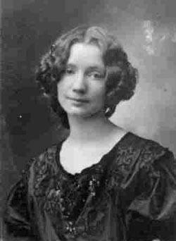 Gerda Wegener (15 mars 1886 - 28 juillet 1940) est une portraitiste, peintre de genre, caricaturiste, dessinatrice et illustratrice franco-danoise.