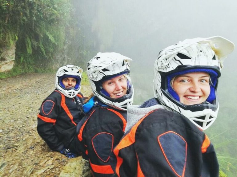 death_road_bolivia_friends