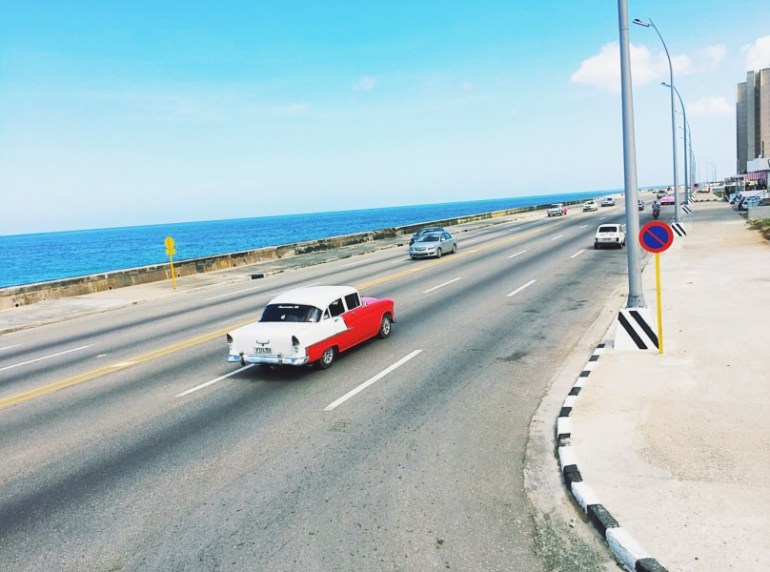 Things to know before traveling to Cuba - Vintage car malecon