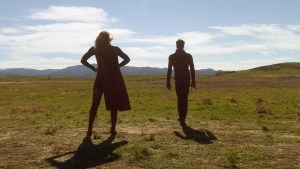 Supergirl e Flash, no episódio 18.