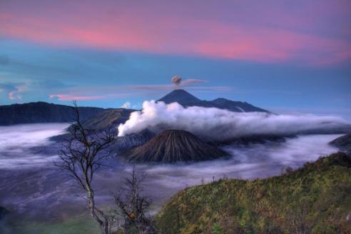 semeru_volcano_in_indonesia