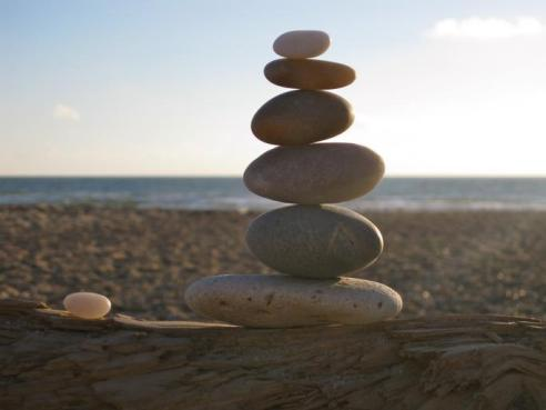 balance_stones_stacked_sea