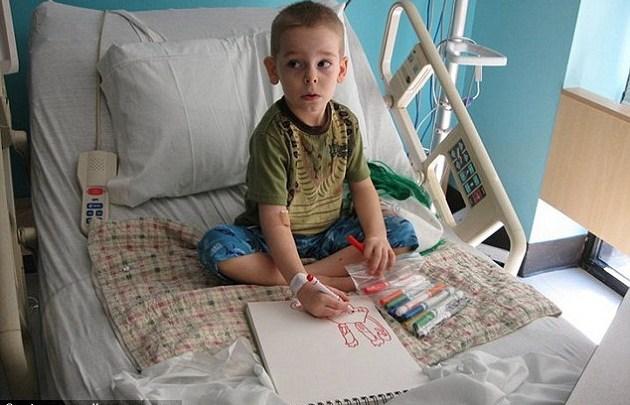 Photo of ბავშვი, რომელიც კიბოს ნახატებით ებრძვის