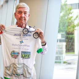 72-year-old lung transplant recipient honors organ donor by competing in Transplant Games
