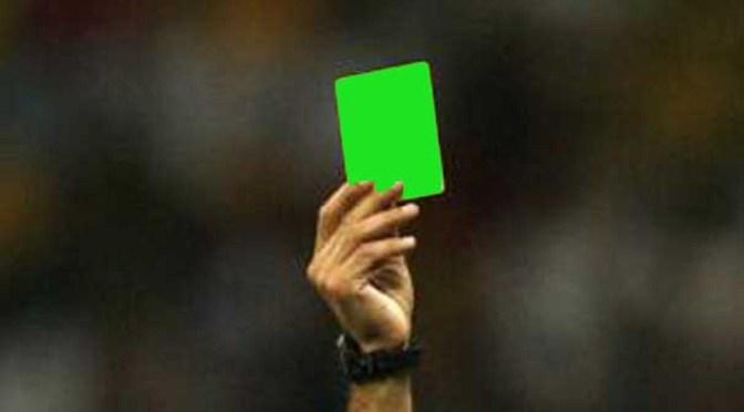Maggie van Hest ontvangt groene kaart.