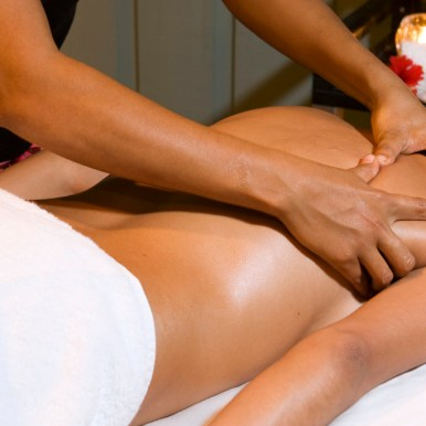 Spa services are available to guests of both the Resort and the Lodge. (Courtesy Barefoot Cay Spa)