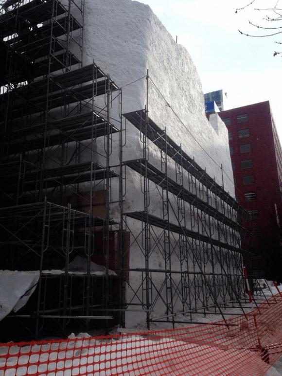 giant-star-wars-snow-sculpture-sapporo-festival-japan-scaffolding