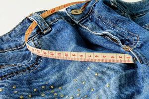 7 Idee per riciclare vecchi jeans in oggetti per bambini