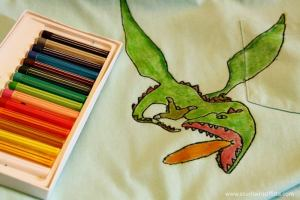 Con i pastelli per tessuti disegni la tua t-shirt