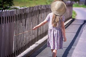 Come scegliere scarpe per bambine di qualità per le vacanze