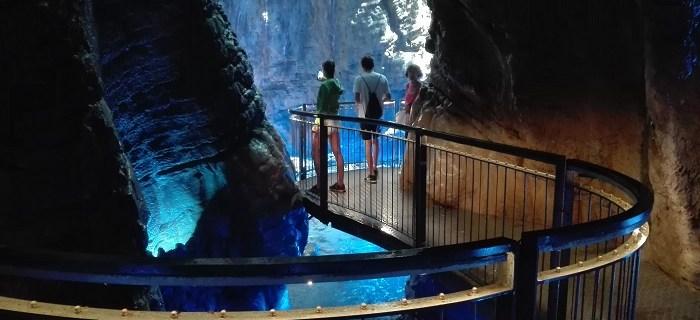 Cascata del Varone: uno spettacolo d'acqua e luce