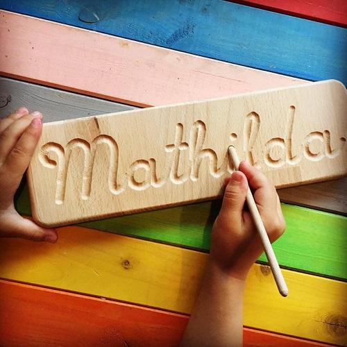 Tavola Montessori con il nome