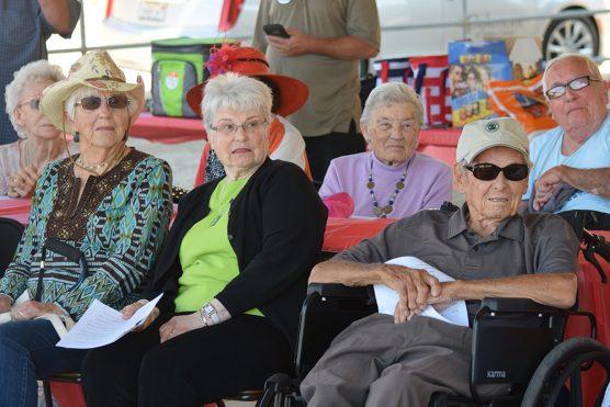 Oakmon residents watch and learn