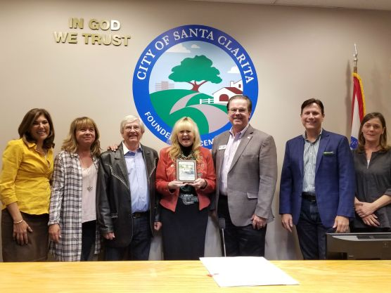 The Santa Clarita Arts Commission honors Bobbi Jean and Jim Bell at its meeting on October 12, 2017. From left: Commissioners Vanessa Wilk and Patti Rasmussen; Jim and Bobbi Jean Bell; Arts Commission Chair Michael J. Millar and Vice Chair John Dow; and Commissioner Susan Shapiro. | Photo: Stephen K. Peeples