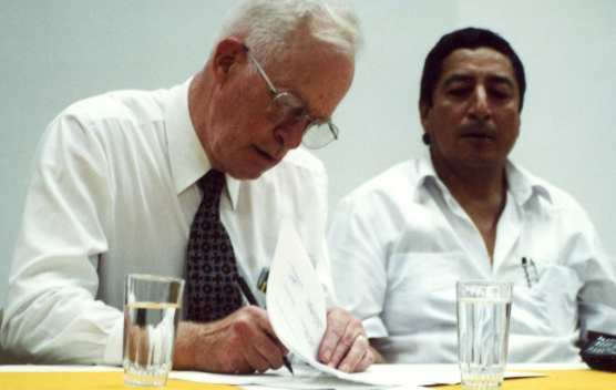 adventures-Santa Clarita Mayor Carl Boyer and Tena, Ecuador Mayor Dr. Hector Sinchiguano sign a Sister City agreement in November 2001.