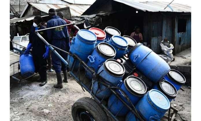 Sanergy utiliza inodoros sin agua, que no dependen de alcantarillas y son más baratos de erigir.