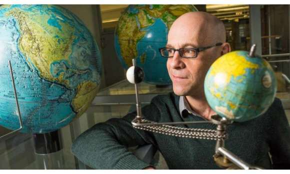 Physicists explain why changes to Earth's magnetic field are weaker over the Pacific