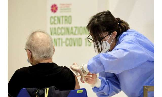 Europe ramps up vaccinations as virus haunts Easter holidays