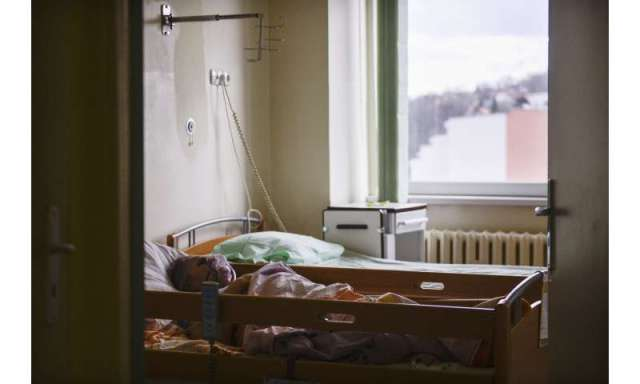 Polish hospitals struggle with surge of virus patients