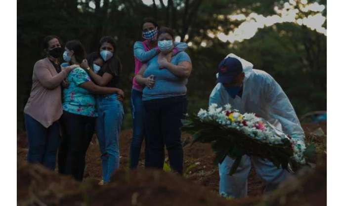 Family buries deceased relative of Covid in cemetery in Sao Paulo, Brazil on March 31, 2021