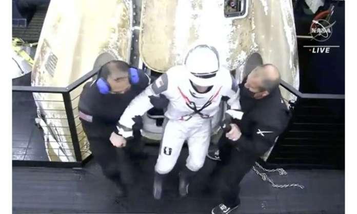 SpaceX returns 4 astronauts to Earth; rare night splashdown