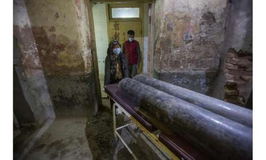 Virus 'swallowing' people in India; crematoriums overwhelmed