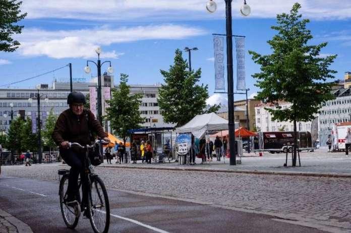 फिनलैंड अपनी चुपचाप विश्व स्तरीय सार्वजनिक सेवाओं, अपराध के निम्न स्तर और असमानता के साथ उत्कृष्टता प्राप्त करता है