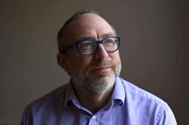 Jimmy Wales dit que Wikipédia n'est pas parfait: