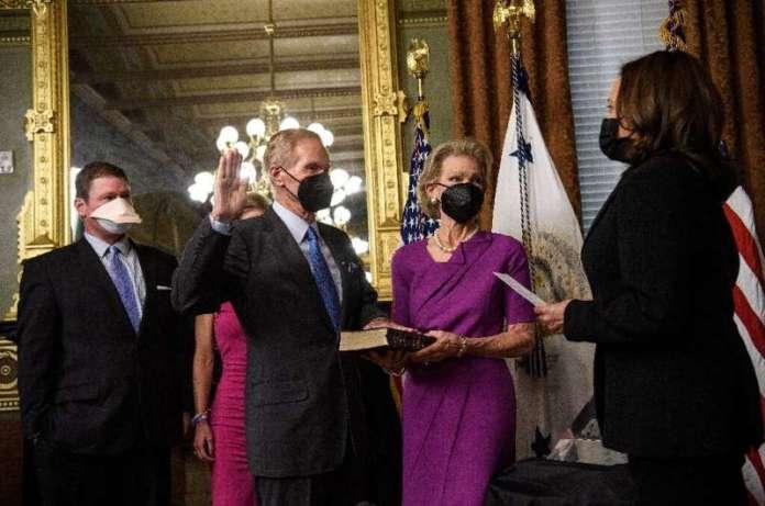 नए नासा के प्रमुख बिल नेल्सन ने अमेरिका को चंद्रमा पर लौटने के लिए लगने वाले पदभार को संभाल लिया है