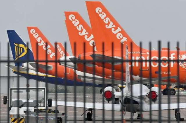 Les compagnies aériennes sans fioritures, telles que Ryanair et EasyJet, sont particulièrement touchées, leur modèle commercial étant fortement basé sur le vol personnalisé