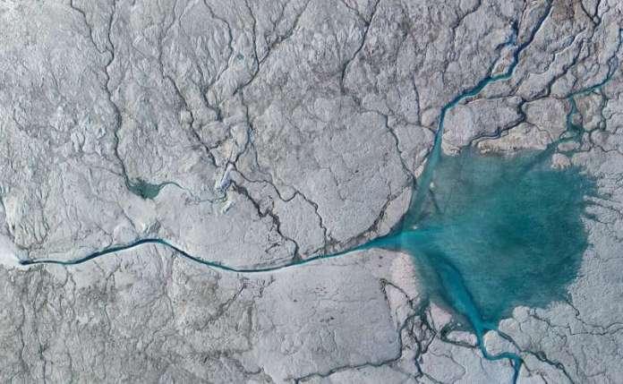 ग्रीनलैंड आइस शीट के बारे में एक ग्लेशियल नदी का पता चलता है