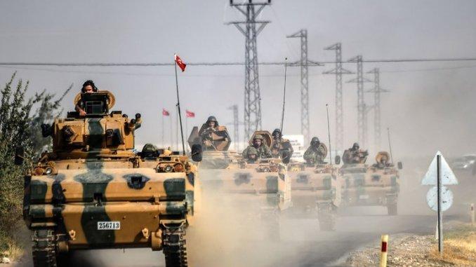 الدبابات التركية على الحدود السورية