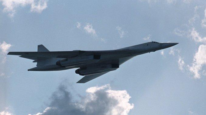 قاذفة قنابل استراتيجية تو-160 تزود ب X-101
