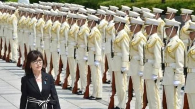 وزيرة الدفاع اليابانية