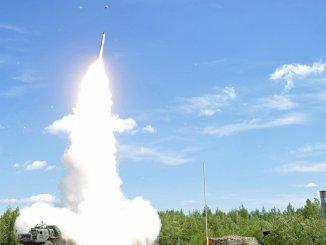إطلاق صاروخ مضاد للطائرات