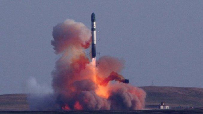 إطلاق صاروخ نووي
