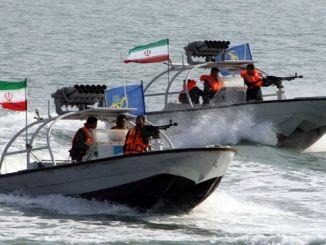 زوارق تابعة للبحرية الإيرانية