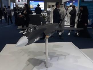 مجسم لطائرة الشبح الصينية J-31