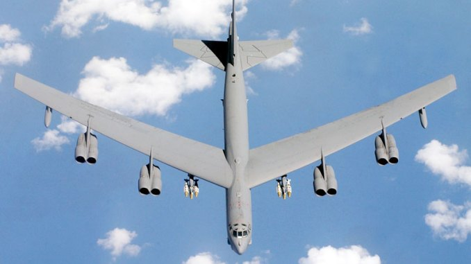 قاذفة القنابل B-52 Stratofortress