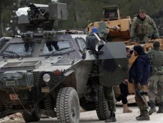 """عناصر من القوات التركية و""""الجيش السوري الحر"""" في ريف مدينة الباب"""